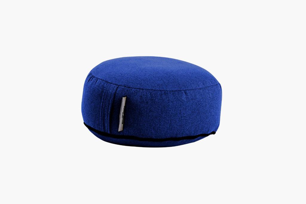 sėdmaišis tablet outside, mėlynas